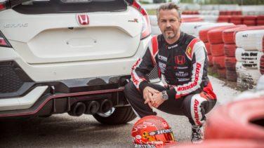 Tiago Monteiro e traseira Type R