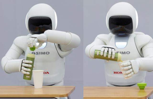 Robô Asimo a servir uma bebida