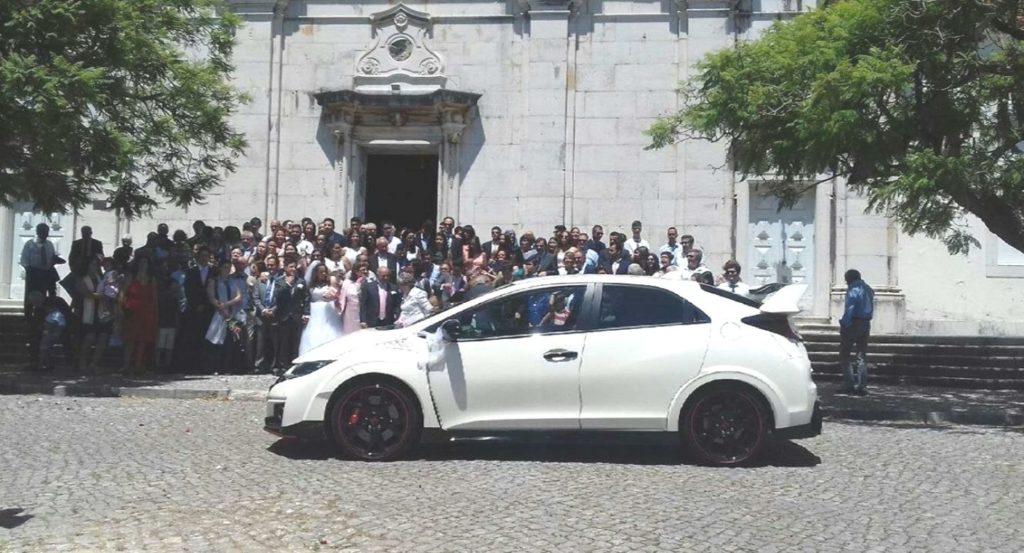 Honda branco num casamento