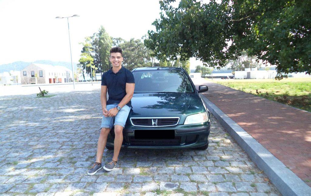 Fábio Bernardino à frente do seu Honda Civic