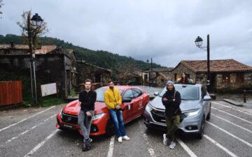 Quatro pessoas com o Honda HR-V e Civic na Estrada Nacional 2