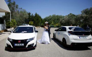 Casal de noivos e Hondas