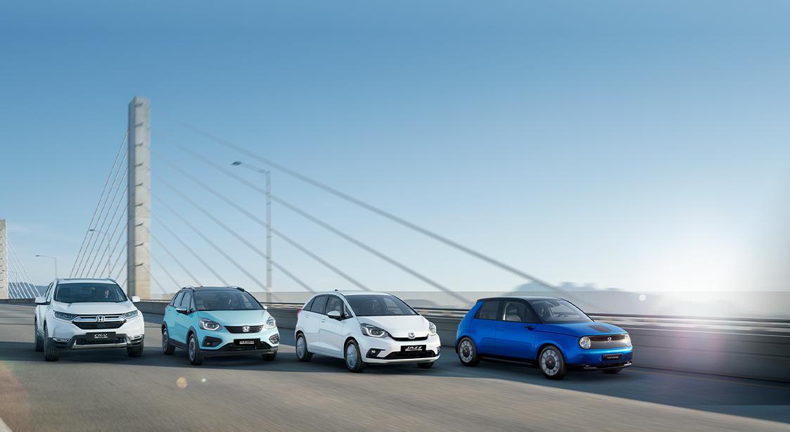 diferença entre carros híbridos e elétricos - quatro modelos Honda em fila