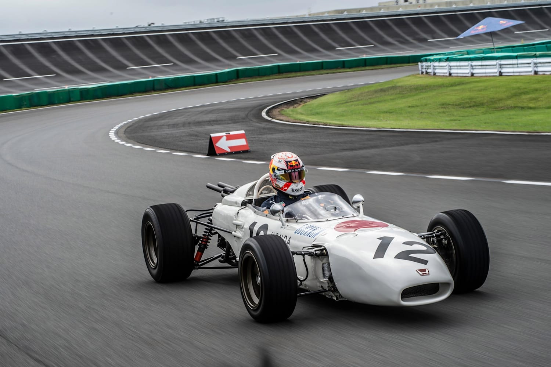 Piloto Max Verstappen volta a conduzir um carro Honda de Fórmula 1