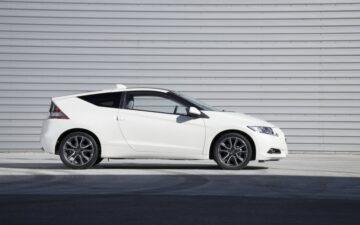 carro branco honda cr-z de perfil