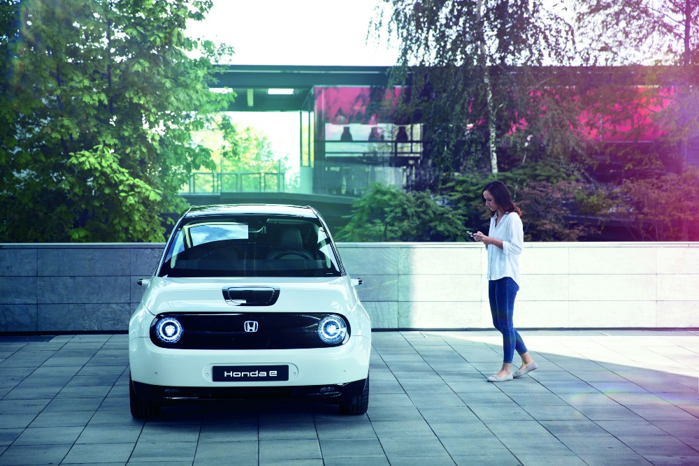 Honda e estacionado