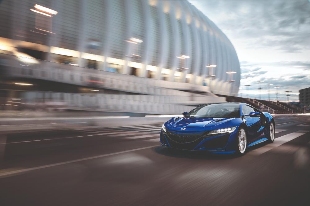 Honda NSX azul na estrada