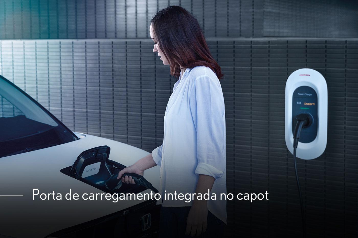 porta-de-carregamento-integrada-no-capot